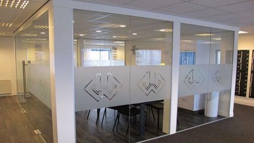banen matte folie in kantoor