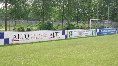 reclameborden voetbalveld almere